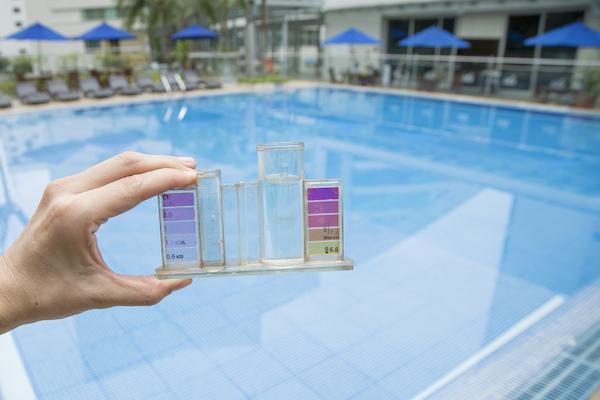 Xử lý nước bể bơi gia đình xanh sạch đẹp