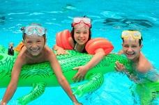 3 Vùng trên khuôn mặt cần phải vệ sinh kỹ sau khi bơi