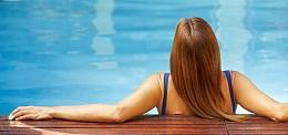 """Bảo vệ tóc khi đi bơi khỏi cơn ác mộng mang tên """"clo và nắng"""""""