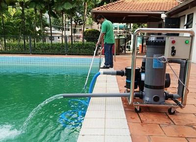 Cách  xử lý nước bể bơi