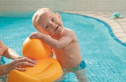 Chết Cười Với Trẻ Em Mỹ Biết Bơi Chỉ Từ Vài Ngày Tuổi