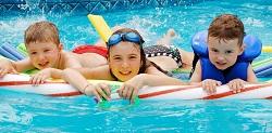 Đi bơi: Niềm vui cho bé, nỗi lo cho cha mẹ