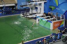 Sử dụng sai hoá chất bể bơi khiến nước hồ bơi Olympic nhiễm khuẩn nặng