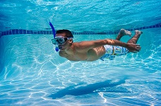 Xử lý nước hồ bơi bằng đèn UV và Ozone