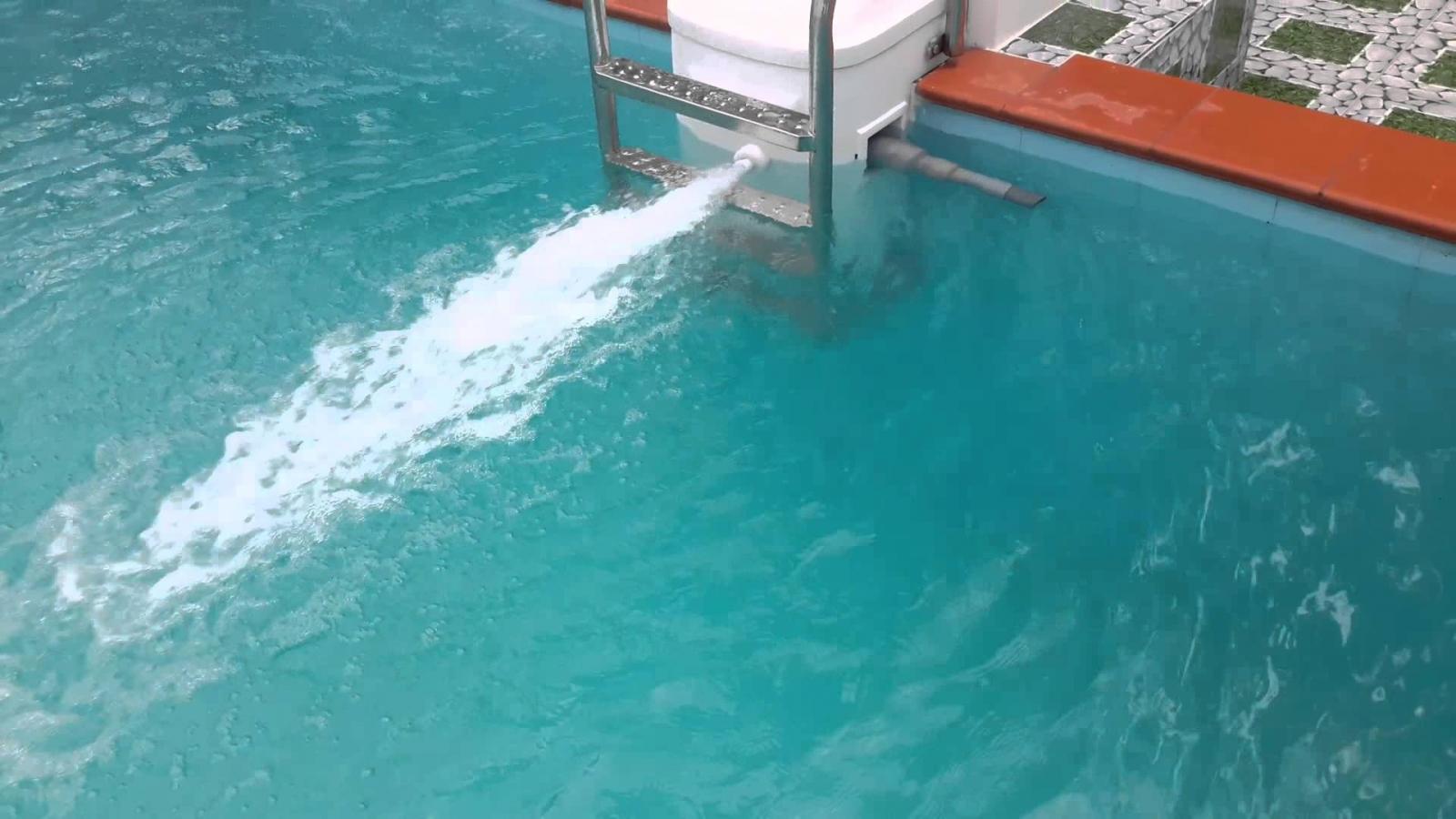 Nguyên-nhân-gây-bọt-nước-bể-bơi3